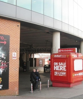 קיוסקים בריטניה מנצ'סטר Old Trafford ו אצטדיון Camp Nou
