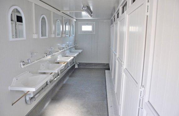 תאי שירותים ומקלחות