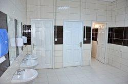 תאי שירותים/מקלחות טרומיים